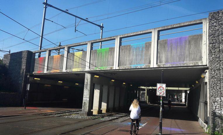 Protest bij de onderdoorgang van het spoor bij de Czaar Peterstraat Beeld Harmen van Dijk