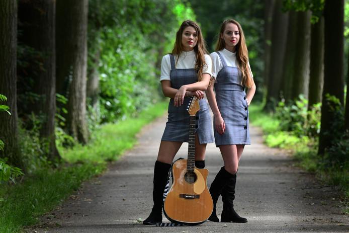 Culemborg Lisa Schenk (gitaar) en Sarah van Heuven.