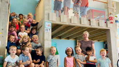 EERSTE SCHOOLDAG: houten kasteel in derde kleuterklasje verrast kindjes