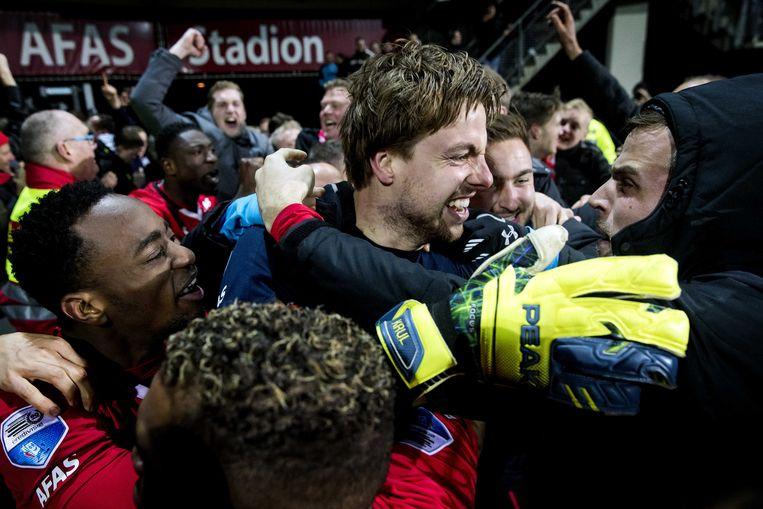 Tim Krul van AZ viert de overwinning op Cambuur Beeld anp