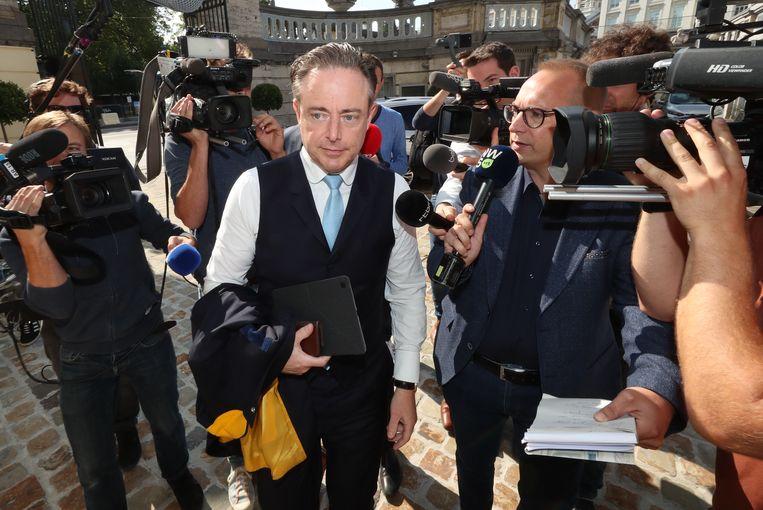 N-VA-voorzitter Bart De Wever vanmorgen bij het begin van de onderhandelingen.