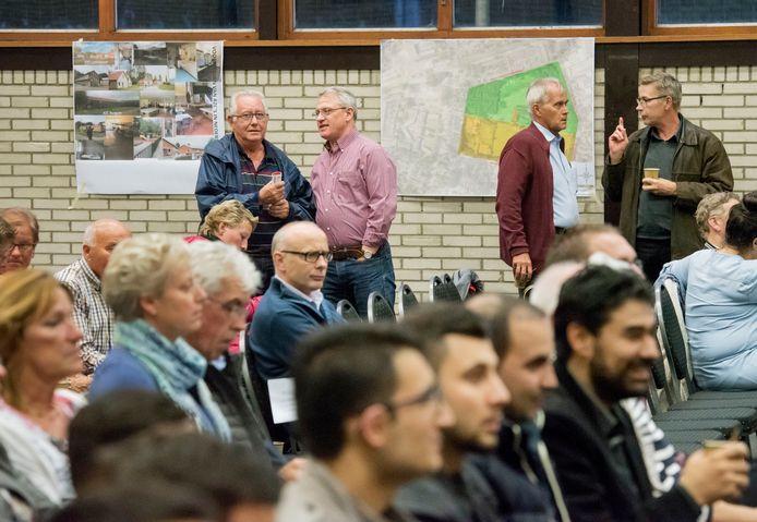 Vier jaar geleden werden inwoners van Harderwijk in voorlichtingbijeenkomsten geïnformeerd over de komst van het asielzoekerscentrum.