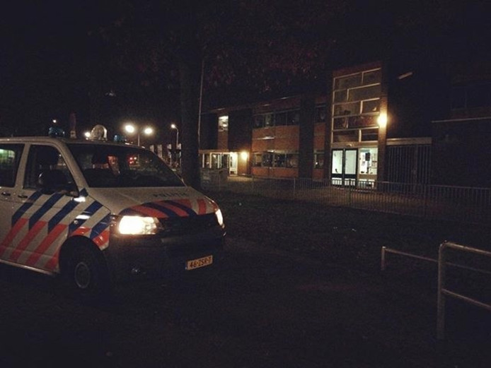 De politie bij de school in Nijmegen.