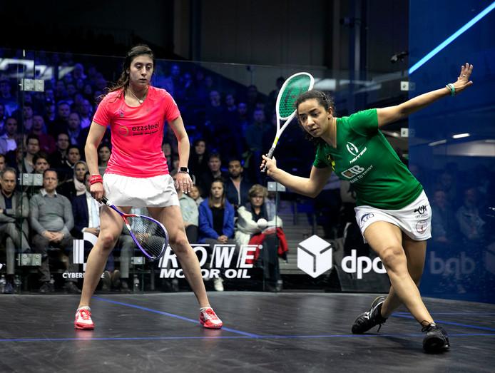 Raneem El Welily (in het groen) verslaat Nour El Sherbini in de finale van de DPD Open.