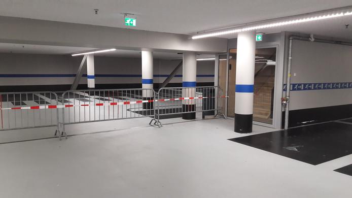 Cultuurgebouw Spectrum en een deel van de parkeergarage eronder zijn afgesloten.