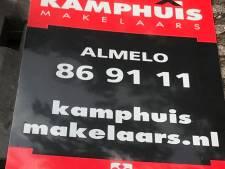 Even opruimen: In Langeveen ligt zelfs een makelaarsbord in de sloot
