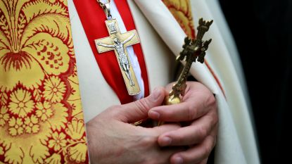 Man doet zich 18 jaar lang voor als priester