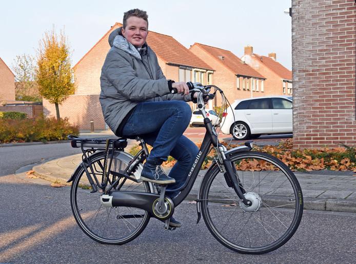 De huidige elektrische fiets van Tycho is nu inmiddels echt te klein en de accu vertoont kuren.