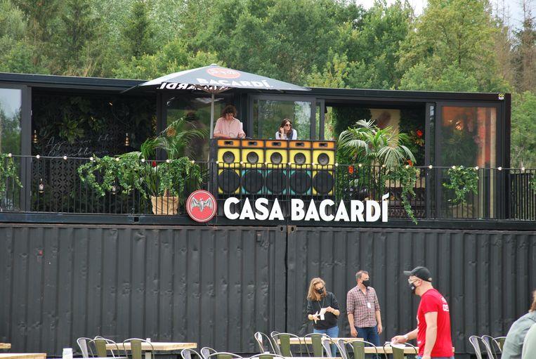 Casa Bacardi zorgt voor muziek voor het optreden.