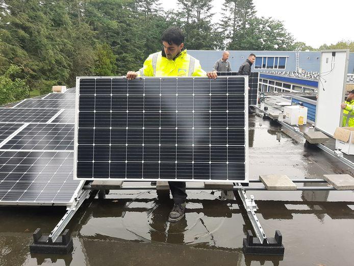 De zonnepanelen op De Klokbeker werden in november 2019 gelegd.