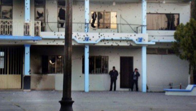 Een van de beschoten gebouwen in de stad Padilla. © epa Beeld