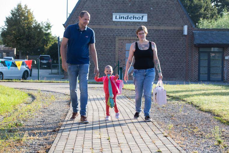 Eerste schooldag voor Leukemiepatiëntje Zary in Sint-Truiden.