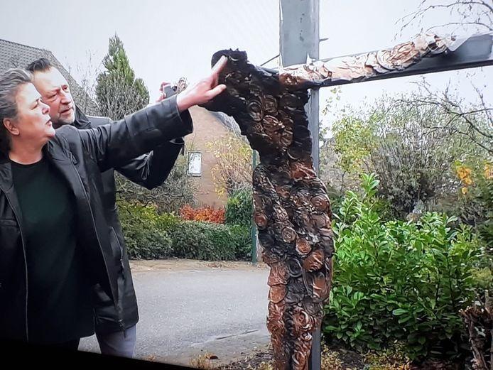 Het nieuwe Christusbeeld van aluminium blikjes in Lithoijen. Dorpsgenoten reageerden dankbaar.