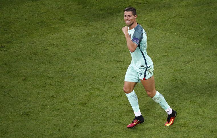 Ronaldo viert zijn doelpunt tegen Wales. Beeld reuters