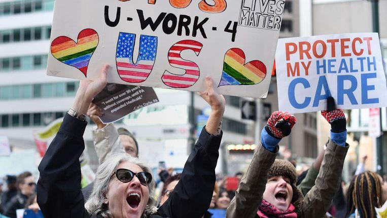 Anti-Trump demonstranten in Philadelphia, januari 2017. Beeld AFP/Timothy A. Clary