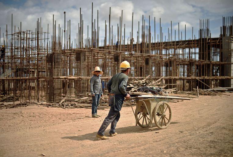 Chinese werklieden aan het werk in Djibouti. Beeld afp