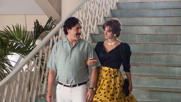 Javier Bardem als Pablo Escobar en Penélope Cruz als Virginia Vallejo in de film Loving Pablo (Escobar). Beeld RV