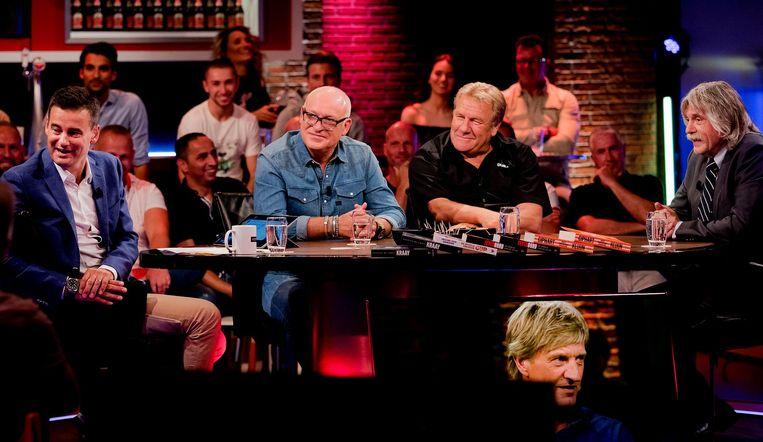 Johan Derksen (uiterst rechts): 'Mensen als Sunny Bergman hebben kennelijk veel moeite om satire en serieuze beledigingen uit elkaar te houden. Grappen maken over homo's is toch niet verboden?' Beeld anp
