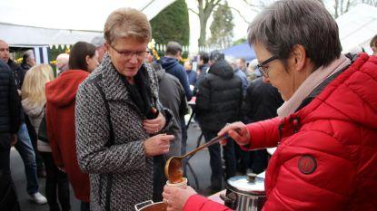 Inwoners Geuzenhoek klinken op 2020 en doen giften voor kansarmen
