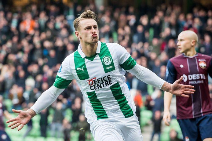 Kaj Sierhuis juicht nadat hij FC Groningen op 2-0 heeft gezet.