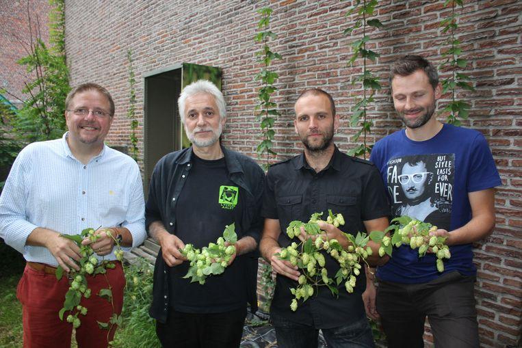 Brouwer Jo Abbeloos met leerkrachten Jan Louies, Ruben Meert en Steve Beurms.