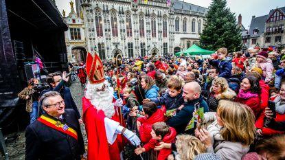 IN BEELD. Honderden Brugse kinderen zwaaien Sinterklaas toe