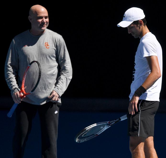 Novak Djokovic  met zijn coach Andre Agassi.