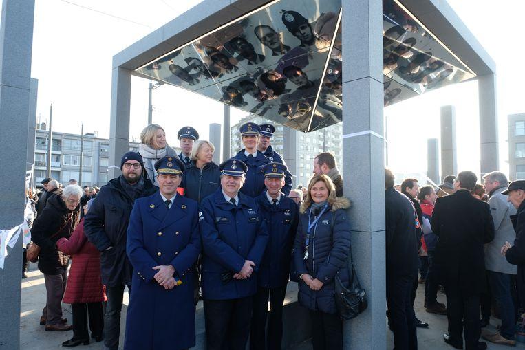 Het Vredesmonument aan het Wim Saerensplein in Deurne werd vorig jaar ingehuldigd.  Er komt nu een nieuw eerbetoon, exact 75 jaar na de deportatie van 43 agenten.