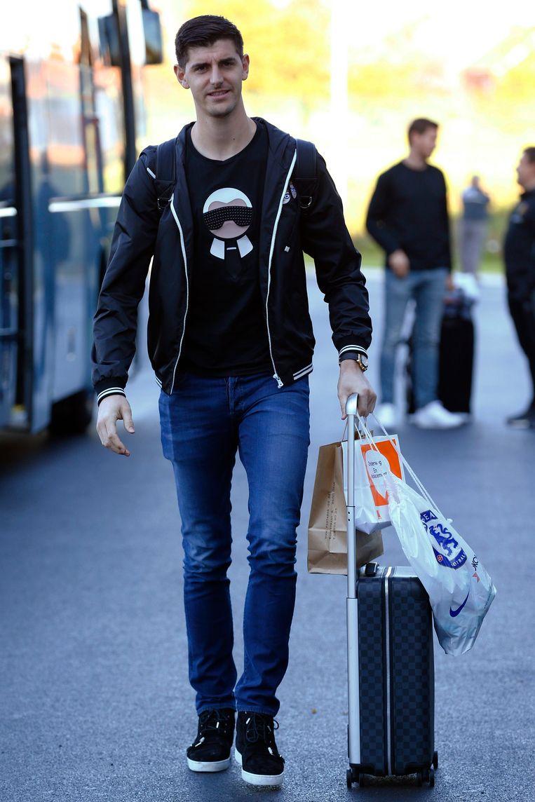 Doelman Thibaut Courtois haalde een  zwart t-shirt uit zijn kast met opvallende Karl Lagerfeld-print.