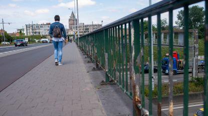 Stenenbrug krijgt nieuwe leuningen, beperkte hinder voor verkeer