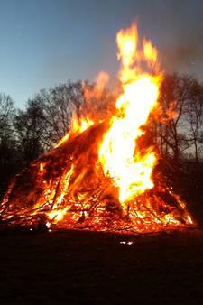 Vroeg paasvuur Laag-Soeren, Azewijn en Nieuw-Wehl trekt veel volk