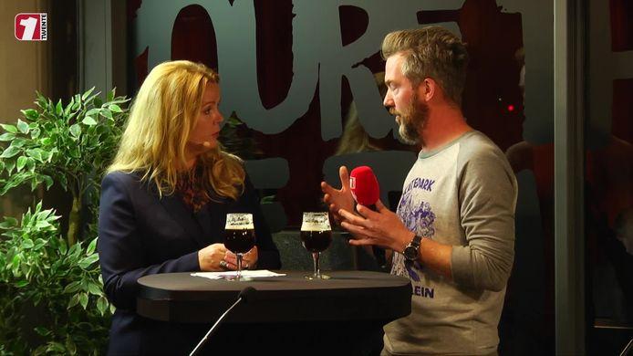Esther Rouwenhorst in gesprek met Tjeerd Derkink.