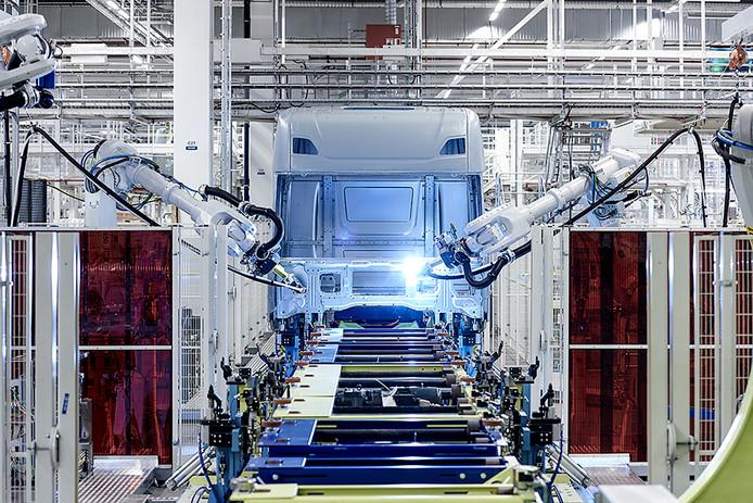 Personeel van Scania moet vaak overwerken, merken de vakbonden.