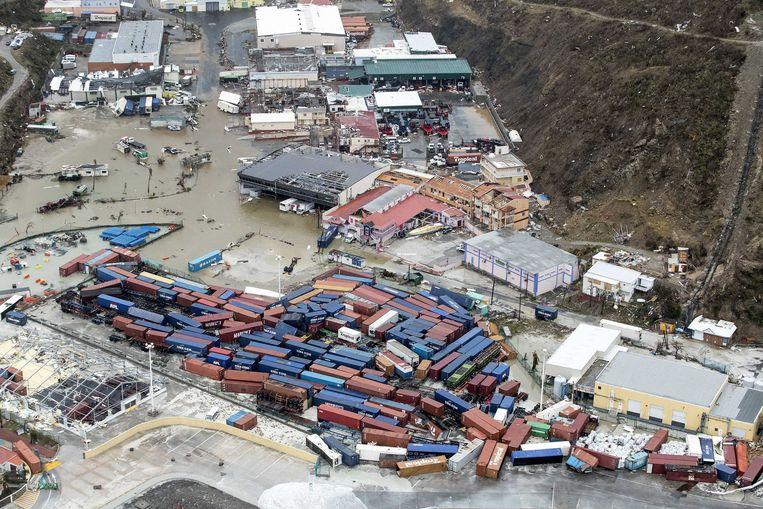 Luchtfotografie van de schade aan de haven op Sint-Maarten na orkaan Irma. De NH90 helikopter van Zr. Ms. Zeeland heeft een eerste verkenningsvlucht gevlogen over de eilanden Saba, Sint-Eustatius en Sint-Maarten.  Beeld ANP Handouts
