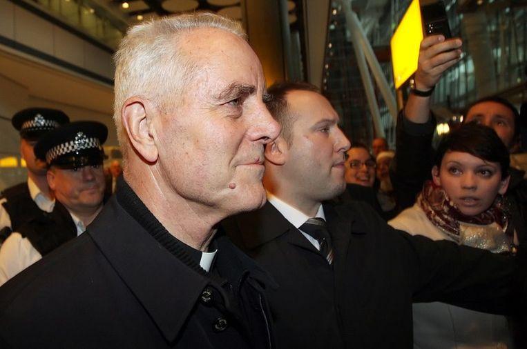 Bisschop Williamson bij zijn aankomst op Heathrow, foto uit februari 2009.