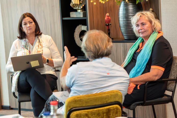 Zorgbestuurders Conny Helder (links) en Jacqueline Joppe (rechts) blikken in gesprek met BN DeStem terug op de voorbije maanden waarin het coronavirus de boventoon voerde, maar  ook vooruit.