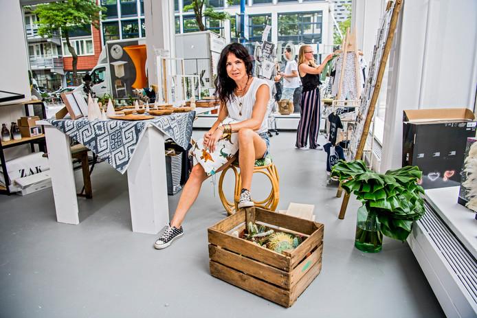 Esme de Smit in haar winkel Collectiv by Swan.