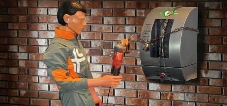 Honderden AED's in Zeeland achter slot en grendel of niet aangemeld