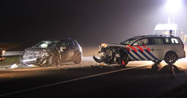Spookrijdende verdachten klappen op politiewagen