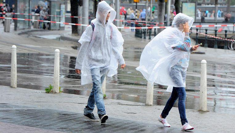 Later op de avond neemt de kans op zware windstoten ook in de stad toe. Beeld anp