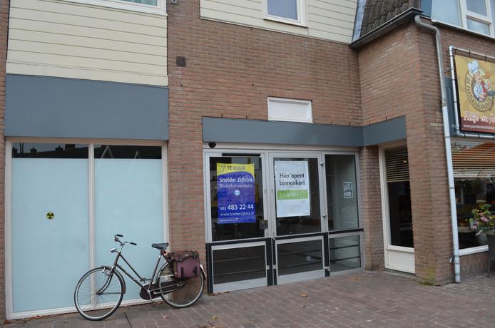 Het pand in Holten waar The Readshop zou komen, blijft voorlopig leeg.
