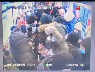 """Opschudding over bomvolle tram in Antwerpen: """"Meer en meer pendelaars zoeken beschutting tegen winterweer"""""""