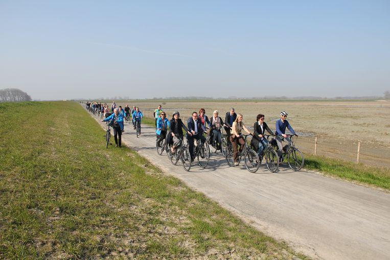 Het fietspad brengt je van Knokke tot in Cadzand.