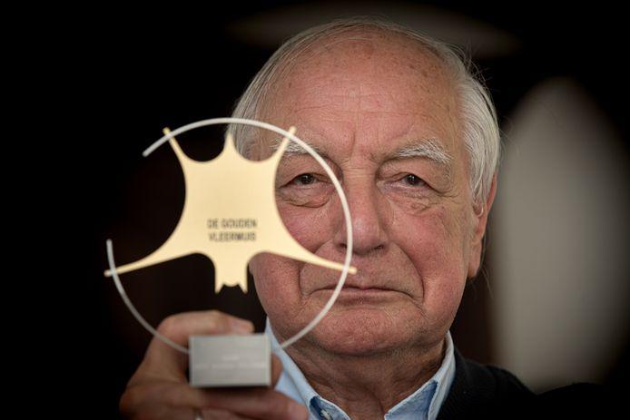 Schrijver Jacob Vis heeft gisteren in Zoetermeer de Gouden Vleermuis gewonnen, een prijs voor de beste thriller. De man uit Kampen was genomineerd met onder anderen Simone van der Vlugt en Loes den Hollander.