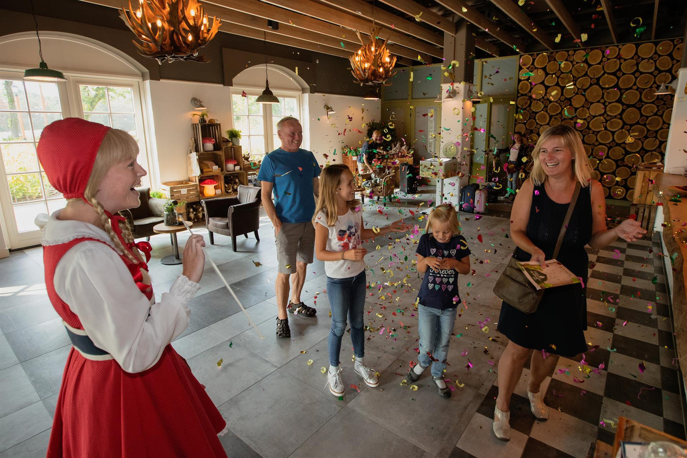 Het Vlaamse gezin werd bij binnenkomst verrast door Roodkapje.