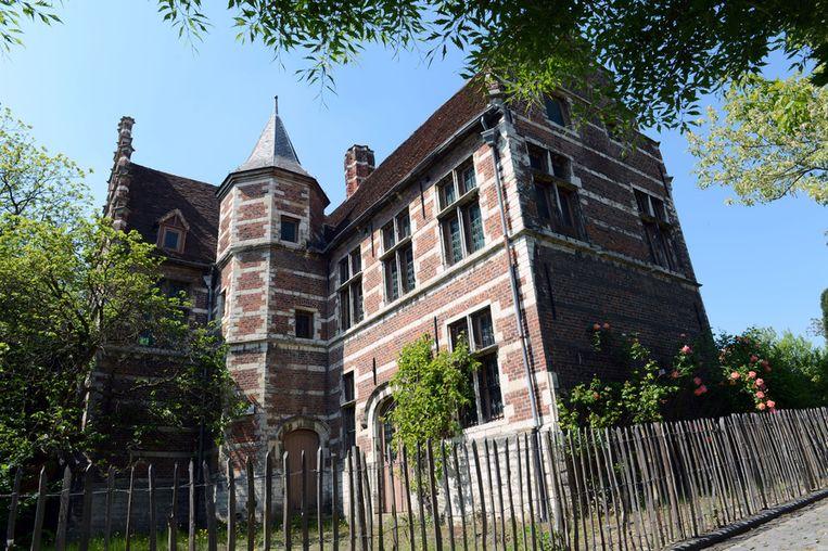 Het statige Wijnpersgebouw uit de 16de eeuw.
