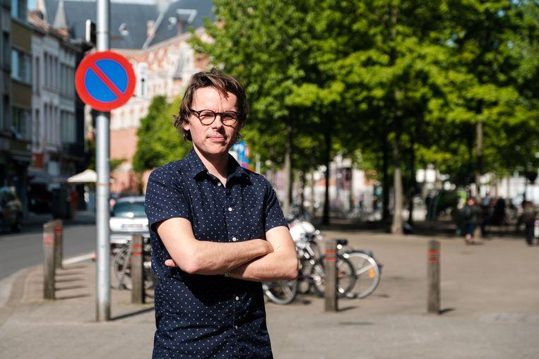 Sascha Luyckx op het Kerkplein in Antwerpen-Noord. Die wijk heeft niet veel groen.
