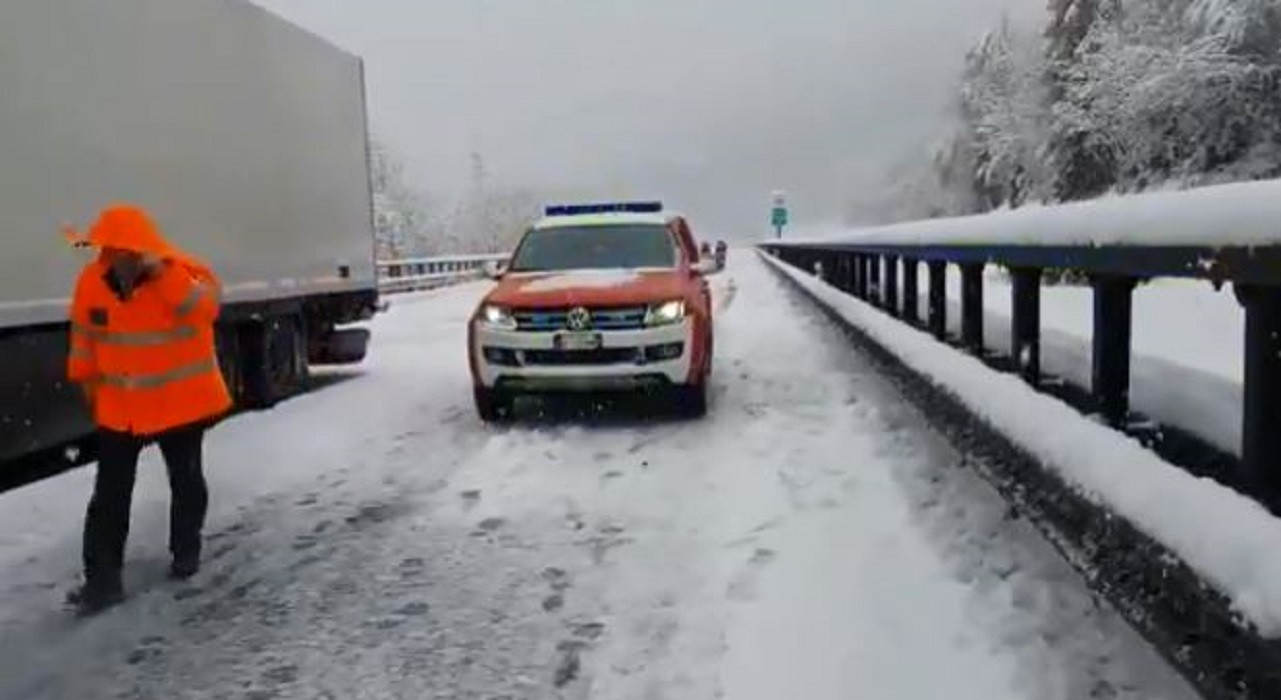 In Zuid-Tirol moest de brandweer een aantal wegen afsluiten.