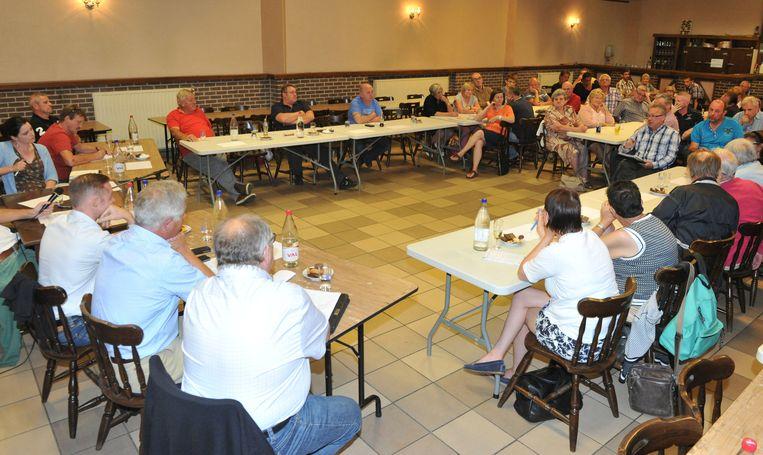 Naar het politieke debat van Groot Heist Anders in café De Oude Zwaan - dé grote afwezige bleek CD&V - kwamen vooral middenstanders en lokale verenigingen afgezakt.