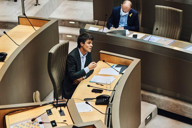 Minister van media Benjamin Dalle (CD&V) tijdens de plenaire zitting in het Vlaams Parlement. Beeld Thomas Nolf